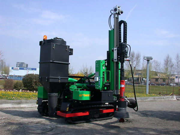 - Drilling machine mounted on crawlers